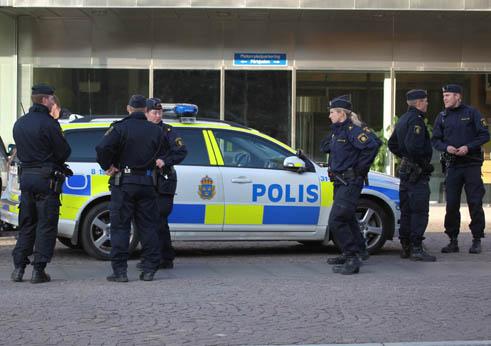 Attacker mot polisen efter dodsskjutningen